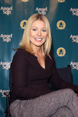 28 October 2002 Kelly Ripa Kelly Ripa at Angel Soft's 'Angels in Action' Awards (national Campaign That Rewards Children For Exemplary Service to Benefit Their Community) El Capitan Theatre Hollywood CaVARIOUS