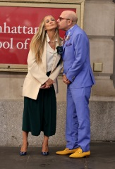 """Sarah Jessica Parker, Cynthia Nixon, Kristin Davis, David Eigenberg, Mario Cantone, Willie Garson, Evan Handler, Alexa Swinton, Cathy Ang and Niall Cunningham are seen filming """"And Just Like That"""" set outside the Lyceum Theater in Midtown, Manhattan in New York City. 24 Jul 2021 Pictured: Sarah Jessica Parker,Cynthia Nixon,Kristin Davis,David Eigenberg,Mario Cantone,Willie Garson,Evan Handler,Alexa Swinton,Cathy Ang,Niall Cunningham. Photo credit: Jose Perez/Bauergriffin.com / MEGA TheMegaAgency.com +1 888 505 6342 (Mega Agency TagID: MEGA773875_046.jpg) [Photo via Mega Agency]"""